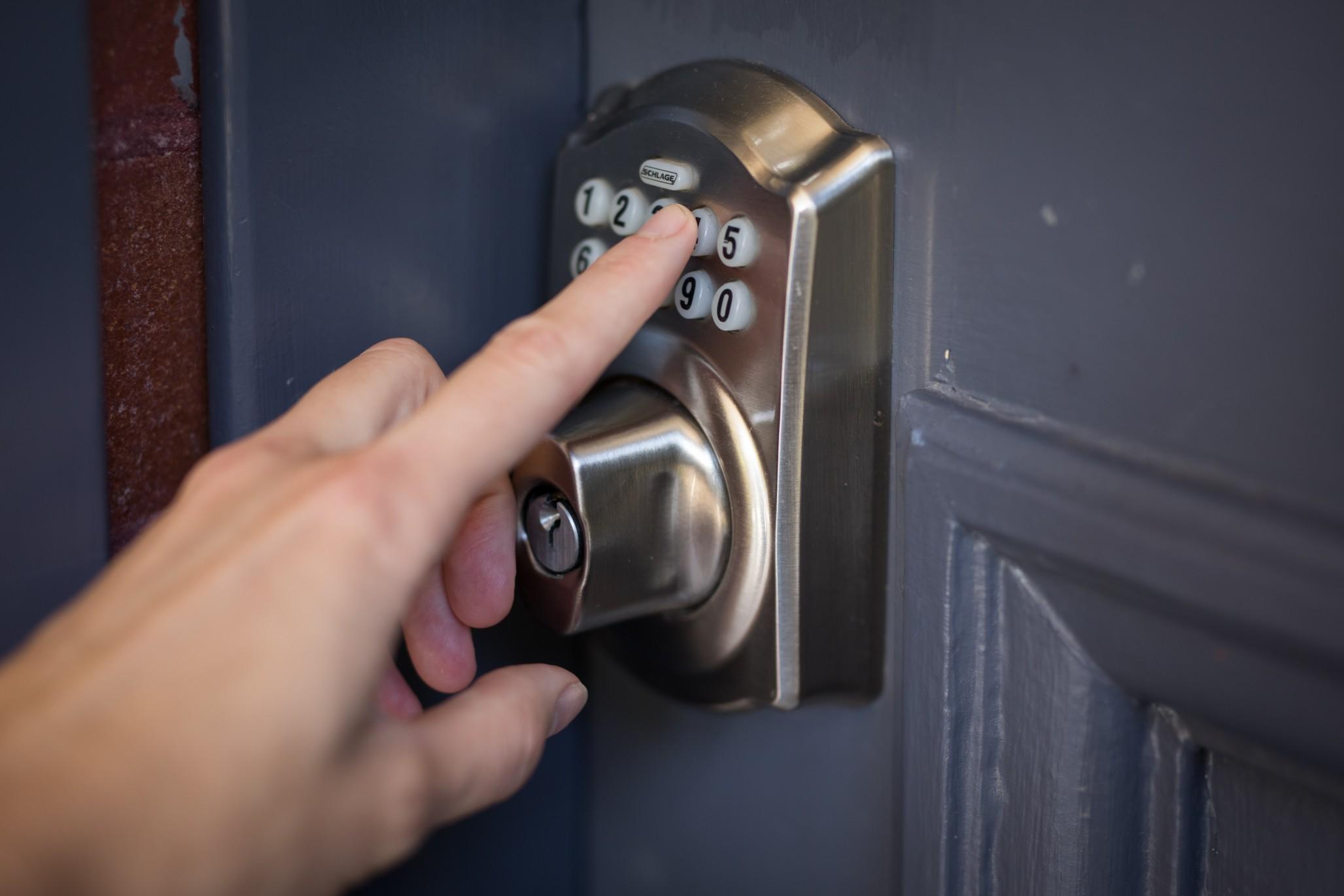 Der Sicherheit kommt beim Hauskauf große Bedeutung zu. Foto: IGHTITUP via Twenty20